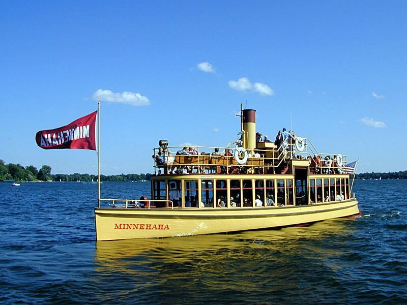 "The restored steamer ""Minnehaha"" approaching the Wayzata dock by the train depot in 2003."